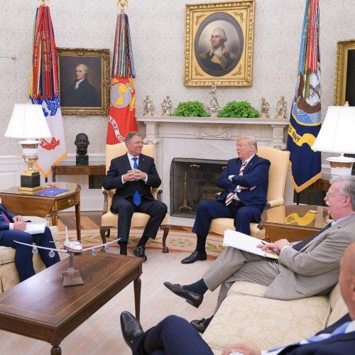 Temele întâlnirii Donald Trump – Klaus Iohannis: investițiile americane în țara noastră, în special în domeniul energiei, precum și securitatea la Marea Neagră