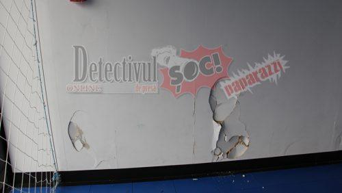 C-an PROSTIA OMENEASCĂ în sala de sport din rigips-carton Recea. PERETELE care trebuia să reziste la ȘOCURI l-au făcut LA EXTERIOR!