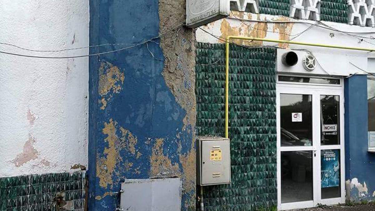 Un oraș în ruină – prima impresie a turiștilor. Intrările în Baia Mare, Capitala Tineretului din România.