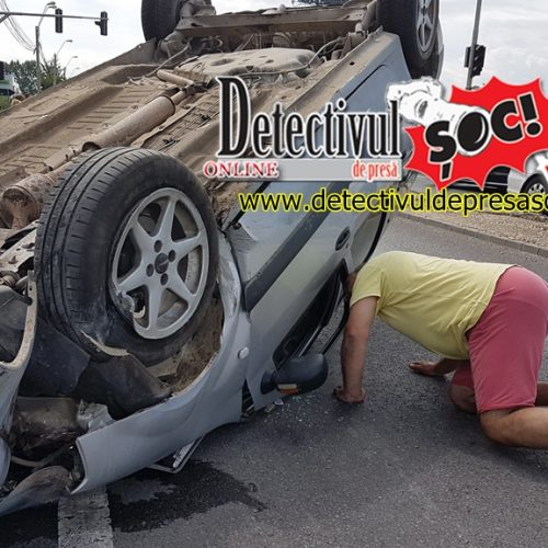 VIDEO. Accident TERIBIL! A distrus SEMAFORUL și s-a RĂSTURNAT cu roțile-n sus pe CAROSABIL