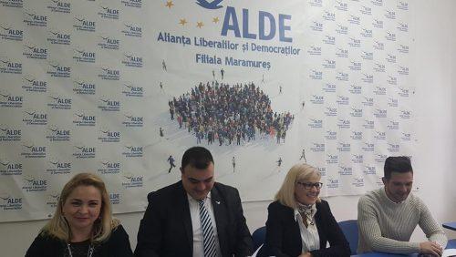 """CONFERINȚĂ de presă. Cornelia Negruț: """"Este anormal ca Iohannis să nu-i înlocuiască pe cei doi miniștri"""""""