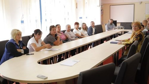 Conducerea INSPECTORATULUI școlar se află la BORȘA pentru a rezolva CRIZA școlii Gârlea, închisă din cauza condițiilor INSALUBRE