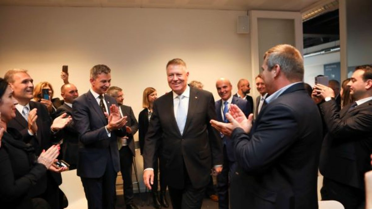 Klaus Iohannis, alături de românii din Diaspora. CE le-a transmis acestora