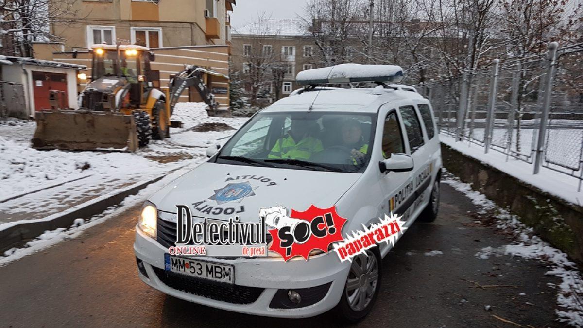 PUTUROȘI și MINCINOȘI. Polițiștii locali, la CĂLDURĂ în mașină în loc să stea la TRECEREA de pietoni din fața ȘCOLII. Vezi ce spune ȘEFUL polițiștilor