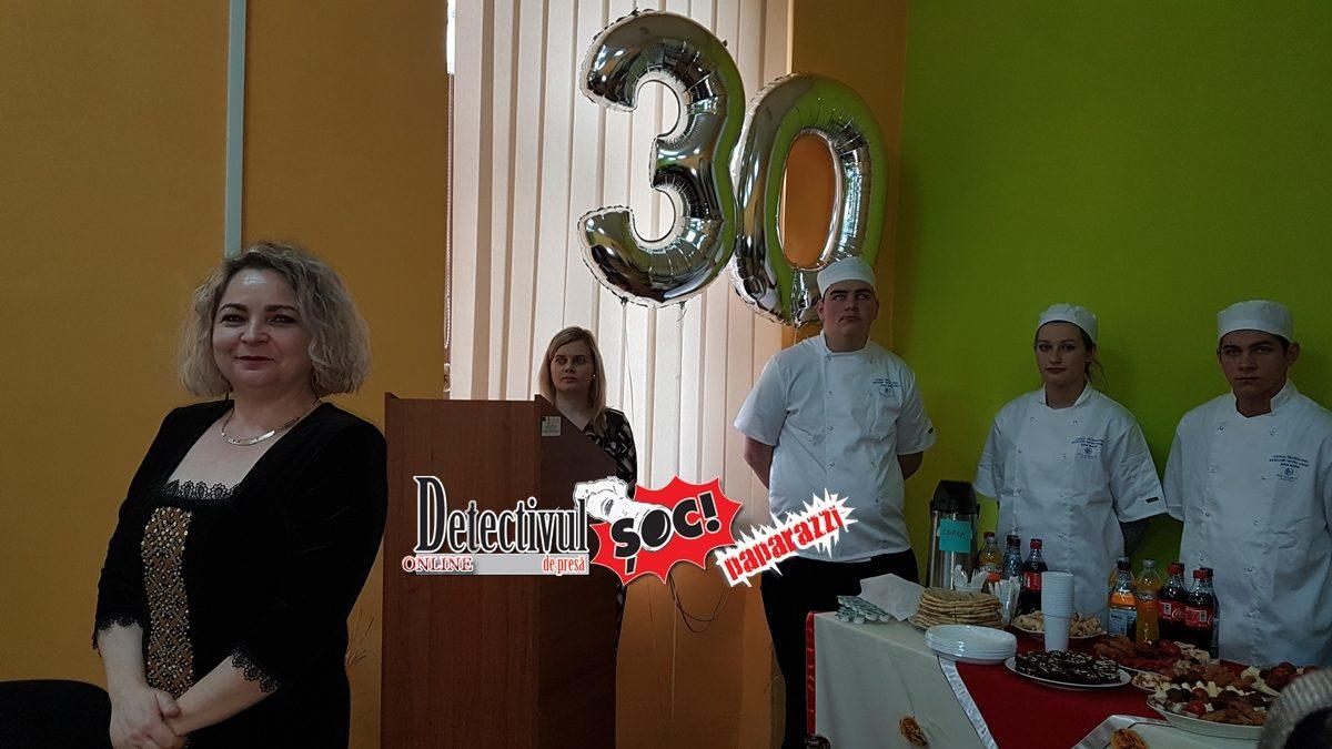 """FESTIVITATE de deschidere IMPRESIONANTĂ. 30 de ani de EXISTENȚĂ a Școlii de Meserii UCECOM """"Spiru Haret"""" Baia Mare"""