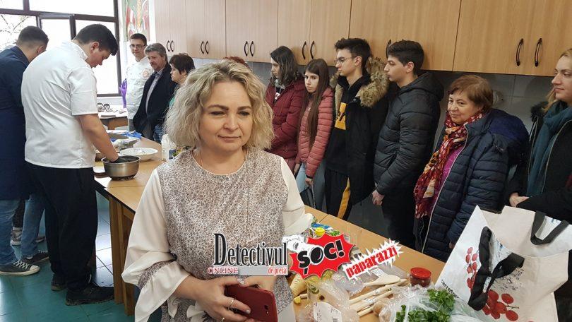 """ELEVII de la Școala de meserii """"Spiru Haret"""" au învățat să GĂTEASCĂ de la CHEFII-VEDETE Ionuț Mărieș și Dani Budai"""