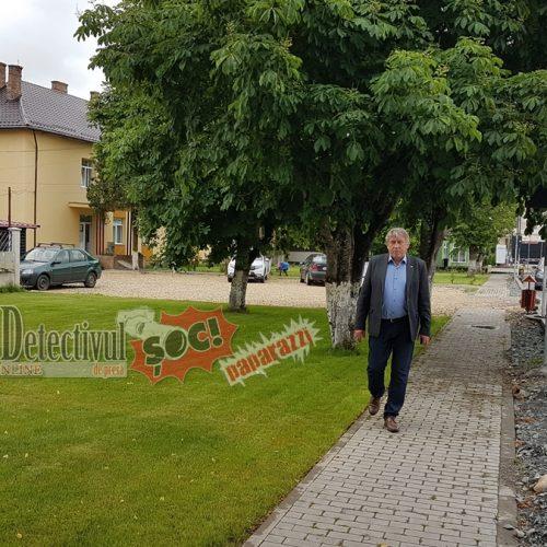 """INEDIT. Ioan Mătieș, primar Mireșu Mare, Maramureș: """"Angajații de la BUGET trebuie să lucreze o săptămână în PRIVAT"""". A scos angajații primăriei la COSIT iarba în COMUNĂ"""