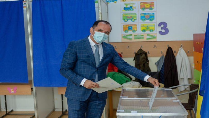 Fraudă la Baia Mare! Mircea Cirț solicită renumărarea voturilor!