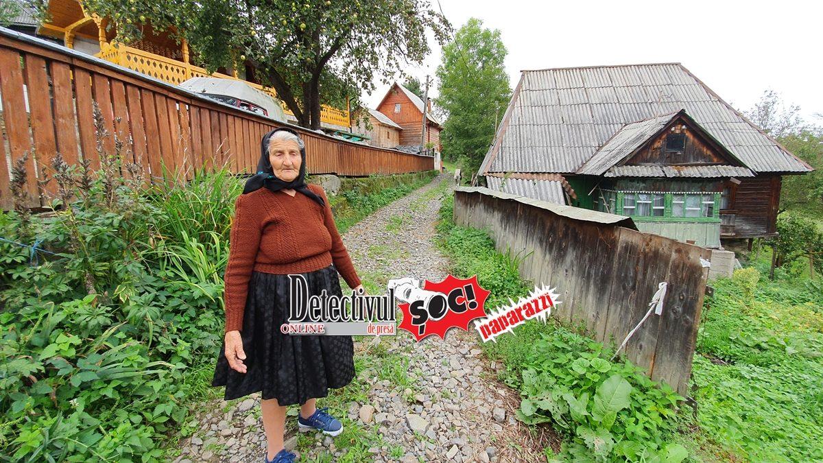 BUDEȘTI. Priviți cum o UMILEȘTE primarul Liviu Tămaș pe MĂTUȘA Pălăguța Ciceu dar și pe finii de cununie și de botez