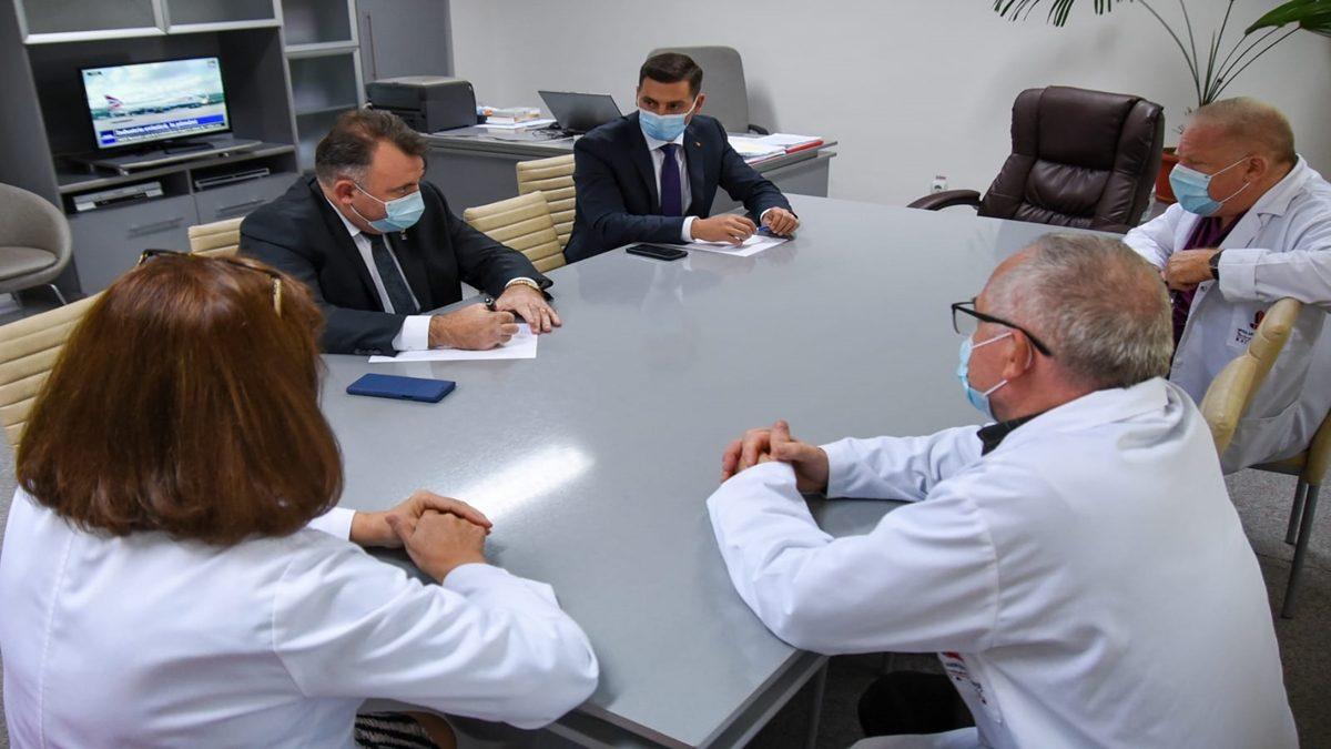Ministrul Sănătății a analizat serviciile medicale destinate SARS-CoV 2 din Maramureș. Nelu Tătaru a vizitat Spitalul Judeţean de Urgenţă din Baia Mare