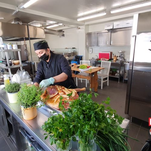 Pregătiri de PAȘTE la Bucătarul Meu. MIEL și PUI umpluți după o rețetă de la MĂMUCA cu pâine înmuiată în lapte și ASEZONAȚI cu HAMON și SLĂNINUCĂ