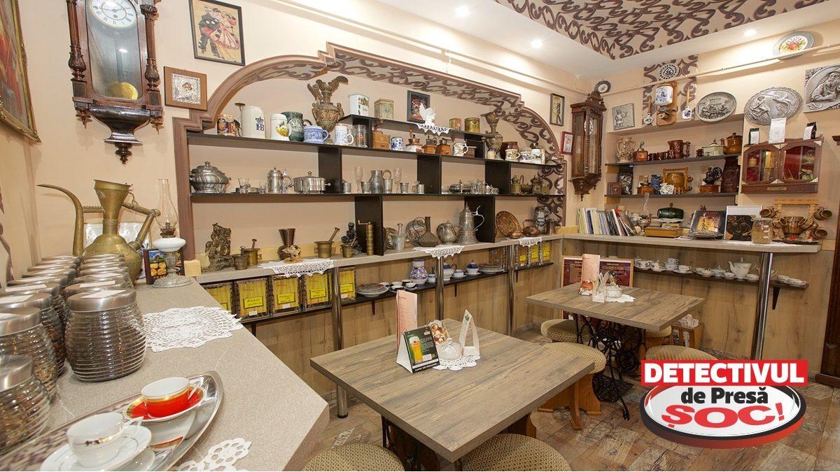 """Hajduszoboszlo. RAR vezi așa ceva! Cafeneaua """"Little Charles Coffee"""", decorată cu ANTICHITĂȚI arată ca-n FILMELE de EPOCĂ cu marchizi și conți. CAFEA prăjită și făcută pe loc după REȚETELE unei femei de origine maghiară, ȘEFĂ de PLANTAȚIE în CONGO timp de 26 de ani"""