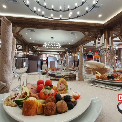 CRĂCIUNUL și REVELIONUL în Maramureșul autentic la Podină Resort (Ungureni), această MINUNE a Maramureșului. Vezi programul FABULOS pregătit pentru tine, prietenii tăi și familia ta